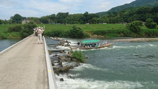保津川下り、楽しみは先に一杯!京都・嵐山へ