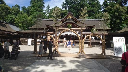 「三輪明神」の拝殿・・・奈良県桜井市